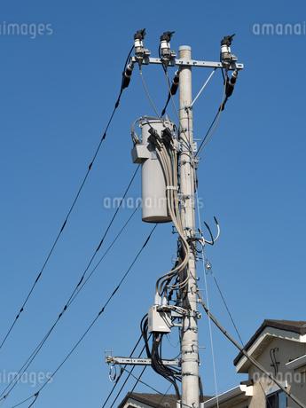 電線と電柱の写真素材 [FYI03411266]