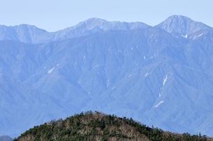 初冬の南アルプスの稜線の写真素材 [FYI03411429]