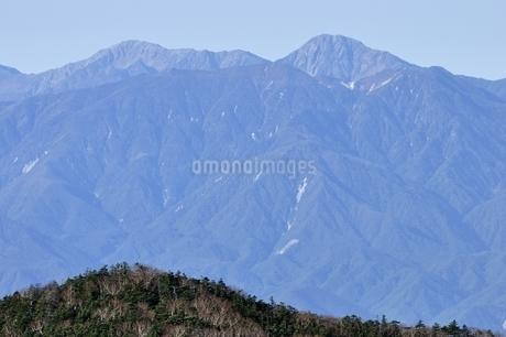 間ノ岳と北岳を望むの写真素材 [FYI03411430]