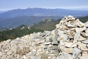 金峰山の岩場より眺める八ヶ岳連峰の写真素材 [FYI03411438]