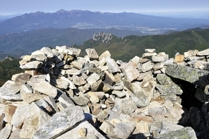 金峰山より八ヶ岳連峰と瑞牆山を望むの写真素材 [FYI03411440]