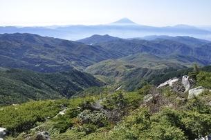 金峰山から富士山遠望の写真素材 [FYI03411463]