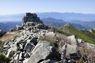 金峰山山頂と五丈岩の写真素材 [FYI03411474]