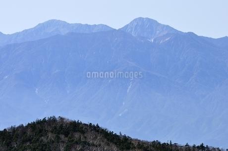 間ノ岳と北岳を望むの写真素材 [FYI03411528]