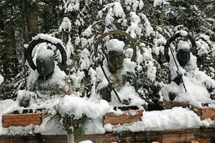 冬の高野山奥之院の写真素材 [FYI03411703]