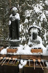 冬の高野山奥之院の写真素材 [FYI03411704]