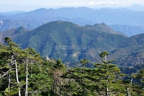 大菩薩連嶺と乾徳山の写真素材 [FYI03411765]