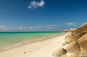 テトラポットのある海岸の写真素材 [FYI03412522]