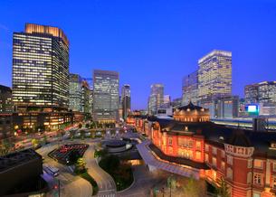 夕暮れの東京駅丸の内口の写真素材 [FYI03412557]