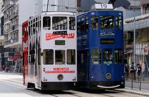 路面電車トラム。香港の庶民の足。の写真素材 [FYI03413155]