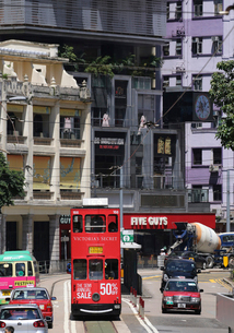 路面電車トラム。香港の庶民の足。の写真素材 [FYI03413350]