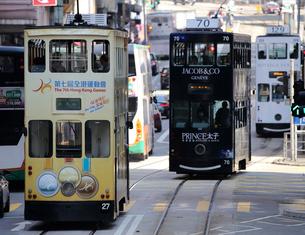 路面電車トラム。香港の庶民の足。の写真素材 [FYI03413378]