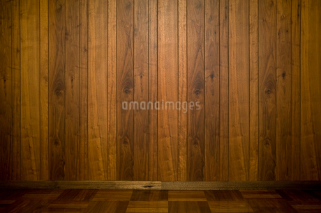 木製の壁と床の写真素材 [FYI03413484]