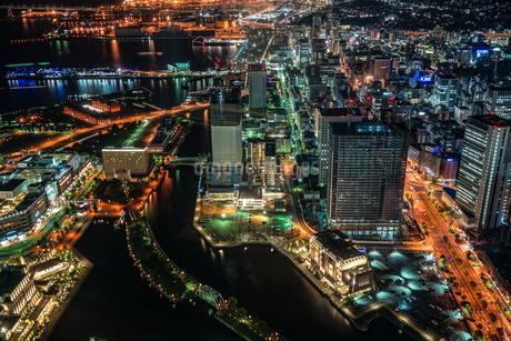 横浜ランドマークタワーから見える西区の夜景の写真素材 [FYI03413562]