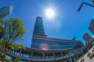晴天の空と台北101の写真素材 [FYI03413874]
