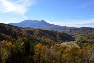 地蔵峠から見る御嶽山の写真素材 [FYI03413926]