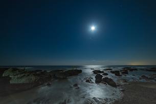 夜の磯部の写真素材 [FYI03414057]