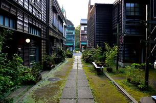 日本の路地裏の写真素材 [FYI03414098]