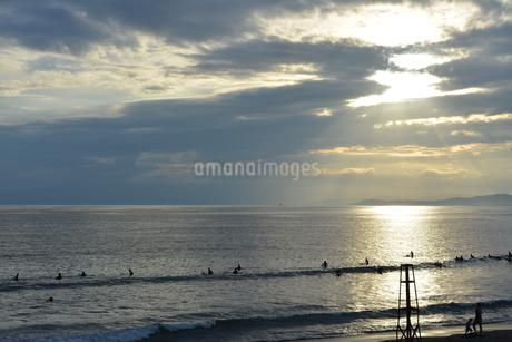 夕暮れの海の写真素材 [FYI03414165]