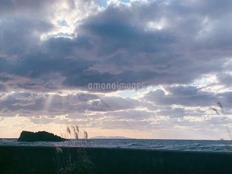 秋空と海の写真素材 [FYI03414197]