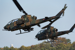 陸上自衛隊の攻撃ヘリコプターの写真素材 [FYI03414785]