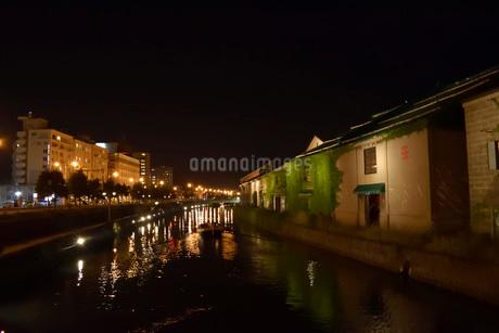 北海道小樽市の小樽運河の夜景の写真素材 [FYI03414881]