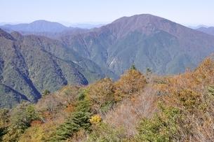 秋の丹沢山地と大室山の写真素材 [FYI03415255]