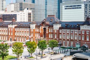 東京駅と丸の内駅前広場の写真素材 [FYI03415499]