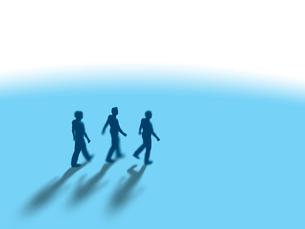 並んで歩く3人の男性のイラスト素材 [FYI03415521]