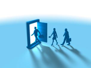 異次元ドアに入るビジネス男女3人のイラスト素材 [FYI03415546]