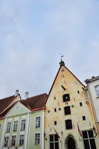 エストニアの世界遺産のタリン旧市街にあるタリン市立劇場・旧市街は世界遺産の写真素材 [FYI03415557]