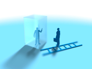 透明な箱の中の男性とそれを眺めるビジネスマンのイラスト素材 [FYI03415580]
