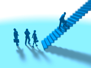 階段に挑む数人のビジネス男女のイラスト素材 [FYI03415584]