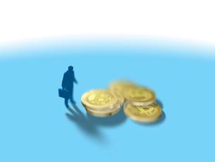 置かれた数枚のビットコインを眺める1人のビジネスマンのイラスト素材 [FYI03415589]