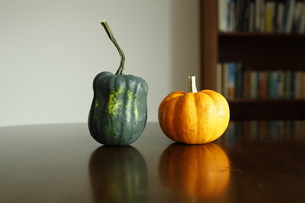 2つのかぼちゃの写真素材 [FYI03415637]