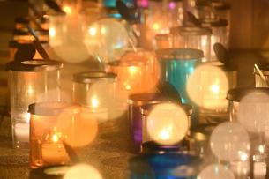 キャンドルの灯りの写真素材 [FYI03415773]