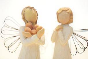 木製の天使の写真素材 [FYI03415779]