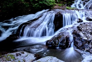 魚止めの滝 日本 群馬県 長野原町の写真素材 [FYI03416555]