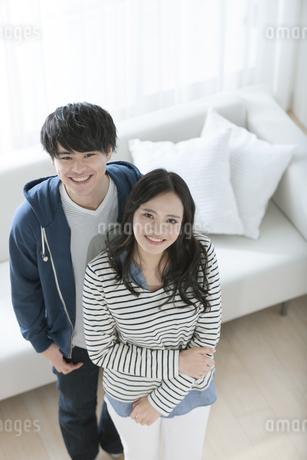笑顔のカップルの写真素材 [FYI03416726]