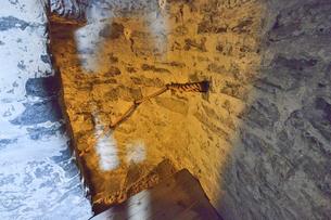 エストニア・タリン旧市街の旧市庁舎の塔の中の石で作られた階段・旧市街は世界遺産の写真素材 [FYI03416749]