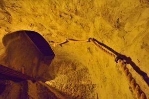 エストニア・タリン旧市街の旧市庁舎の塔の中の石で作られた階段・旧市街は世界遺産の写真素材 [FYI03416751]