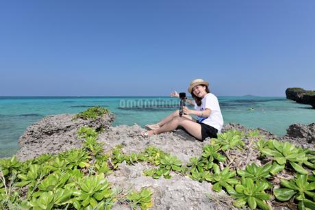 1人旅の女性の写真素材 [FYI03416759]