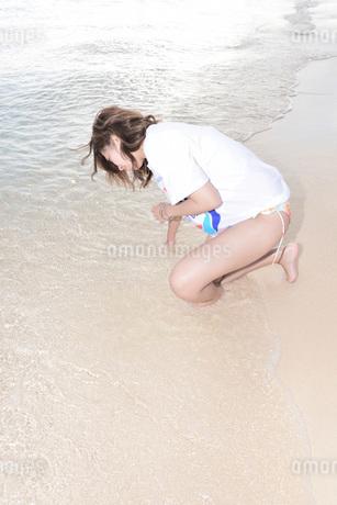 水着の若い女性の写真素材 [FYI03416782]