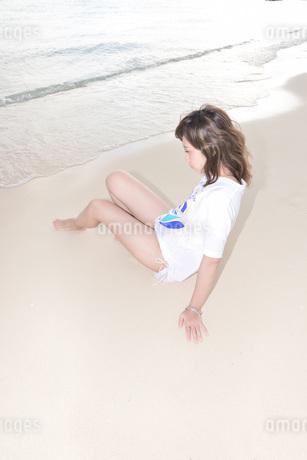 水着の若い女性の写真素材 [FYI03416784]