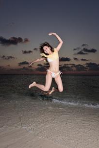 水着の若い女性の写真素材 [FYI03416789]