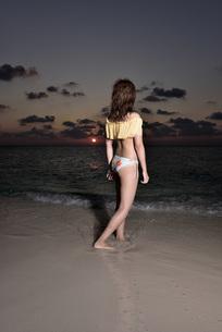 水着の若い女性の写真素材 [FYI03416790]