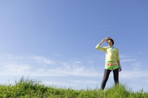 ジョギング姿の女性の写真素材 [FYI03416862]