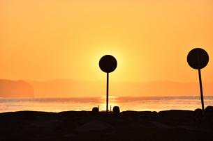 看板で皆既日食の写真素材 [FYI03416922]