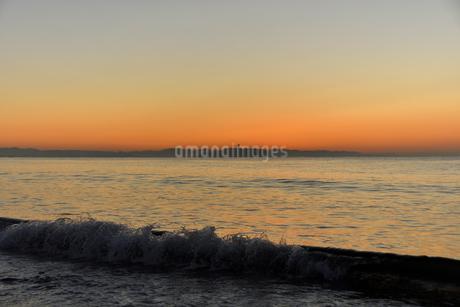 夜明け前の江の島の写真素材 [FYI03416928]