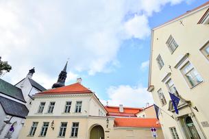 コフトゥ展望台から見たエストニア・タリン世界遺産の旧市街にある大聖堂の尖塔と中世的な建物が並ぶ景観・旧市街は世界遺産の写真素材 [FYI03417151]